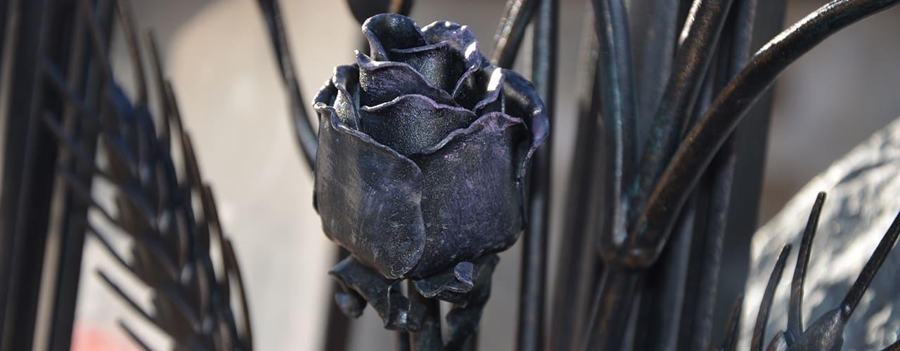 mr steel design - Detail einer Eisenrose farblich patiniert